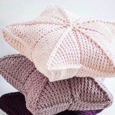 Хлопковый шнур для вязания Spagetti ® Спагетти Knitted Hats, Crochet Hats, Baby Lovey, Decorative Cushions, Crochet Fashion, Needlework, Diy And Crafts, Sewing Patterns, Winter Hats