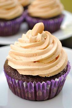 Schokoladen-Cupcakes mit Erdnussbuttercreme