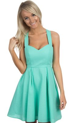 A Lauren James original! Back and better than ever, in SOLID SEERSUCKER! With a sweetheart neckline, pleated skirt, and huge bow across the back… you know you just can't go wrong with this dress! Mode