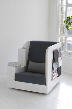 Een heerlijke stoel om in weg te kruipen om een boek te lezen. Designbureau TILT heeft deze twee dingen samengebracht in de OpenBook.
