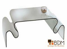Mesa para sala de cristal moldeado.