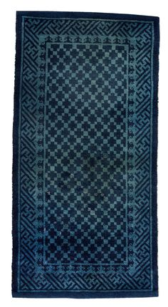 A brocade patterned mid field in dark blue and light blue nuances. The main border has stylized vines. Bukowski, Auction, Rugs, Antiques, Pattern, Farmhouse Rugs, Antiquities, Antique, Patterns
