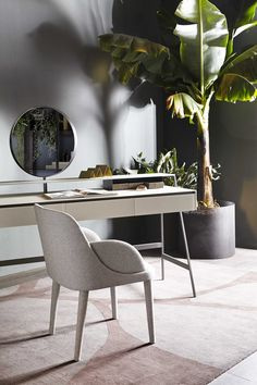 A beautiful woman should break her mirror early. But the mirror is an essential part of this amazing desk Venere from Gallotti&Radice.  Don't break it: show your beauty!