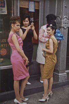 Retro Fashion New York City 1963 Photo by Joel Meyerowitz - Vintage New York, Retro Mode, Vintage Mode, Vintage Style, Vintage Decor, Retro Vintage, Color Photography, Vintage Photography, Fashion Photography