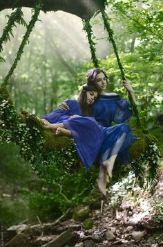 Beautiful Girls in the enchanted Forest reminds me of catniss and prirose