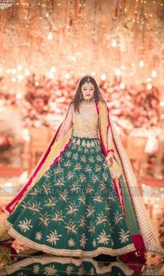 Pakistani Mehndi Dress, Asian Wedding Dress Pakistani, Bridal Mehndi Dresses, Pakistani Party Wear, Indian Bridal Outfits, Pakistani Wedding Dresses, Couple Wedding Dress, Wedding Shoot, Wedding Bride