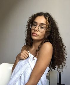 BE NICE ♓ Dye My Hair, Hair A, Your Hair, Pretty People, Beautiful People, Casual Wedding Hair, Curly Hair Styles, Natural Hair Styles, Foto Pose