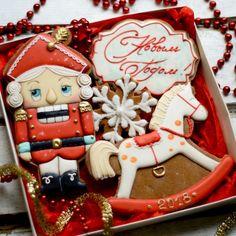 Набор 1️⃣5️⃣стоимость 750р.Не смоги и в этом году обойтись без набора с щелкунчиком😍 Добавляйте в избранное,чтобы не потерять нас,уже совсем скоро будут готовы все все примеры к нг и можно будет уже делать заказ 😍#nectarbakeryny2018 Christmas Sugar Cookies, Christmas Sweets, Christmas Cooking, Christmas Goodies, Christmas Holidays, Cupcake Cookies, Cookie Decorating, Holiday Recipes, Cookie Swap