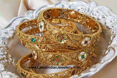 Gold bangles set, kundan gold bangles set in 22 carat gold bridal bangles set studded with kundans, rubies. 6 bangles set in broad flat design png Kundan Bangles, Bridal Bangles, Jewelry Design Earrings, Gold Jewelry, Diamond Jewellery, Jewellery Designs, Jewelery, Jewelry Necklaces, Gold Kangan