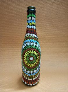 Bottle Painting, Dot Painting, Bottle Art, Green Glass Bottles, Painted Wine Bottles, Mandala Dots, Mandala Pattern, Rock Art, Wind Chimes
