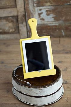 A cheerful cutting-board–shaped tablet holder for the mom who's obsessed with cooking videos. #etsyfinds