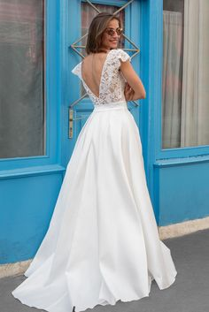 Amazing wedding dress in lace for a contemporary wedding// Dream it Yourself Montreal Santorini, Postnatal Workout, Children Images, Trends, Formal Dresses, Wedding Dresses, Celebrity News, Sexy, Dream Wedding
