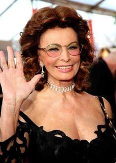 Sophia Loren See Through Sophia Loren Film, Sophia Loren Images, Liz Smith, Italian Actress, Most Beautiful Faces, Beautiful Women, Italian Beauty, Aging Gracefully, Southampton