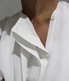 Fashion Gone rouge: Photo Fashion Gone Rouge, Fashion Details, Fashion Trends, Fashion Design, Future Fashion, White Outfits, Minimalist Fashion, Minimalist Style, Street Fashion