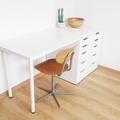 Ikea desk hack @tidyproject