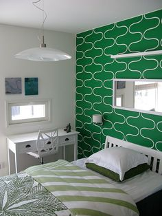 Green modern wall pattern in this bedroom