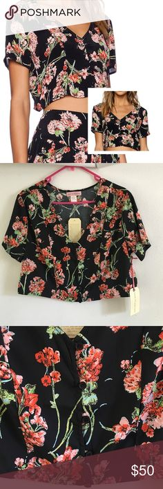 Band of Gypsies Floral Button Up Crop Top -BNWT Button Up Floral Crop Top FITS MEDIUM AS WELL Band of Gypsies Tops Crop Tops