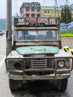Bruised and battered old Land Rover Series 3. Military Jeep 218f63681