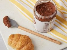 This peanut butter spoon is part scooper, part scraper, to get all the peanut butter or other spreads out of the jar. Learn how it makes snacking easier, too. Easy Snacks, Quick Easy Meals, Matcha, Hazelnut Spread, Chocolate Hazelnut, Cinnamon Apples, Food 52, The Fresh