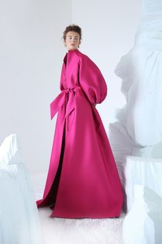 ANNA KARENINA Magenta double silk satin shirt-dress, with handsequined bishop sleeves and two frontal slits. Couture Fashion, Runway Fashion, Fashion Show, Fashion Design, Modest Dresses, Nice Dresses, Modest Fashion, Fashion Dresses, Look Rose