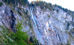Der Röthbachfall: Deutschlands Höchster Wasserfall     Seine gesamte Fallhöhe von 470 Meter macht den Röthbachfall am südlichen Ende des Königsseer Tals zum höchsten Wasserfall Deutschlands. Es mag bekanntere Wasserfälle in Deutschland geben, höhere gibt es nicht.