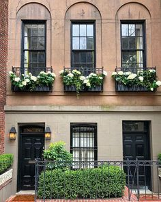 Yes please to Monday on the Upper East Side.spotted This smart town house ticks our box. Hydrangea Garden, Hydrangeas, Deck Enclosures, Modern Architecture Design, Dark House, Upper East Side, Entrance Doors, Beautiful Buildings, House Front