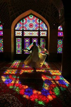 Colors in Iran رنگ ها در ایران - مسجد نصير المُلك ، أو المسجد الوردي في عاصمة العشق (شير - Persian Architecture, Art And Architecture, Pink Mosque, Persian Beauties, Shiraz Iran, Persian Girls, Iran Travel, Persian Culture, Iranian Art