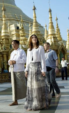Crown Princess Mary visited the 2,500 year old Buddhist temple, Shwedagon Pagoda, in Yangon, 11.01.14
