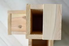Double-Duty Design: How to Build a Side Table Atop a Small Garden | eHow Diy Pallet Projects, Woodworking Projects Diy, Wood Projects, House Projects, Garden Side Table, Tall Side Table, Raised Planter Boxes, Wood Insert, Diy Plant Stand