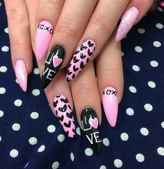 41 Beautiful Valentine's Day Nail Art Designs 2017 – Page 7 of 43 – The Glamour Lady 41 schöne Valentinstag. Nail Art Saint-valentin, Heart Nail Art, Heart Nails, Nail Arts, Ongles Bling Bling, Bling Nails, Red Nails, Stiletto Nails, Nagel Bling