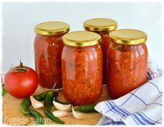 ACI SOS KONSERVESİ Malzemeler 2 kg. domates Yarım kg. acı biber (Cin biberi, arnavut biberi vs. ) 4 iri diş sarımsak (Miktarı artırmayın, bekledikçe tadı ağırlaşabilir!) 1 çay bardağı zeytinyağı 1 yemek kaşığı dolusu tuz 1 yemek kaşığı şeker Hot Sauce Recipes, Pasta Recipes, Turkish Kitchen, Taco Pizza, Tomate Mozzarella, Seafood Appetizers, Breakfast Items, Turkish Recipes, Winter Food
