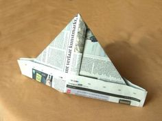 Newspaper Hat :o My Childhood Memories, Sweet Memories, Do You Remember, Kids Hats, The Good Old Days, Vintage Toys, Diy For Kids, Kids Learning, Hat Crafts