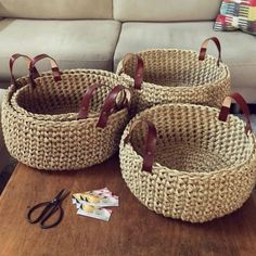 Como Fazer Cesto de Fio de Malha: 31 Estilos com Passo a Passo Diy Crochet Basket, Crochet Basket Pattern, Rope Crafts, Yarn Crafts, Crochet Home, Knit Crochet, Crochet Bags, Hemp Yarn, Vintage Crochet Patterns