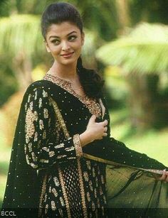 Bollywood Actresses in Ritu Kumar Outfits. A lot of Bollywood and Hollywood celebrities patronize Ritu Kumar designs, but while collecting pictures for Bollywood Stars, Bollywood Fashion, Ritu Kumar, Akshay Kumar, Vintage Bollywood, Actress Aishwarya Rai, Bollywood Actress, Aishwarya Rai Bachchan, Most Beautiful Indian Actress