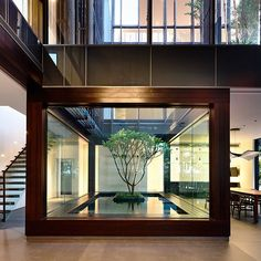 Perfection! Love how architecture highlights the beauty of nature  Greenbank Park #Residence designed by HYLA Architects #d_signers ________ Location: #Singapore Photo by Derek Swalwell