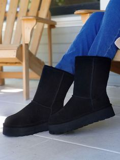 Stunning retro Elle boots by BEARPAW. Bring it back to basics with a twist, platform boots for fall