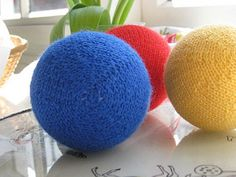 This is a pattern for knitting a mathematically accurate sphere using short rows in stockinette. Leftovers are enough, and there are no specific requirements for yarn, needles or gauge.
