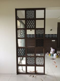 Modern room partitions have many uses. They can divide a large room into smaller areas, separate a room, enhance your … Living Room Partition Design, Room Partition Designs, Living Room Divider, Living Room Decor, Partition Ideas, Room Divider Bookcase, Room Divider Screen, Indian Home Decor, Easy Home Decor