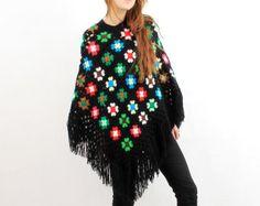 Artículos similares a Bo-bo-ho/M crochet poncho, poncho, Ibiza, poncho Granny Square, estilo hippie, vintage, estilo de la década de 1970, estilo bohemio, poncho con borlas en Etsy