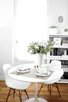 Studio Hours: Thanksgiving Table for Two // thevedahouse Scandinavian Style Home, Scandinavian Interior, Small Dining, Small Living Rooms, Küchen Design, House Design, Kitchen Dinning, Dining Room, Dining Area