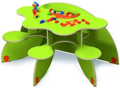 Table à jouer Trèfle - Table pour 3 enfants avec 3 assises solidaires pour une meilleure stabilité et un encombrement minimum. Plusieurs couleurs sont disponibles. Dimensions :  120 x 70 cm avec une hauteur de 60 cm. #table #trèfle #vert #enfant #jeux #plusplus #espace #enfant #éducation #activité #jouer