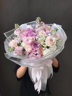 Beautiful Bouquet Of Flowers, Beautiful Flower Arrangements, Floral Arrangements, Beautiful Flowers, Bouquet Wrap, Hand Bouquet, Flower Shop Decor, Flower Decorations, How To Wrap Flowers