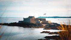 Teal and orange trendy apparently #seagull #tealandorange  #tinyhouse #saintmalo #fortress #seaside #hello_france #france #igers #igerfrance #igersoftheday #igersdaily #daily #dailypost #iglife #explorer #explore #neverstopexploring #lookaround #serialtraveler #exklusive_shot #beautifuldestinations #visualoftheday #ig_france #kings_villages #agameoftones #topfrancephoto #ig_masterpiece #visitfrance #picoftheday