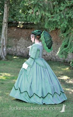 Reproduction gown, with all the matching accessories Victorian Era Dresses, Victorian Gown, Victorian Fashion, Vintage Fashion, Old Dresses, Vintage Dresses, Vintage Outfits, Historical Costume, Historical Clothing