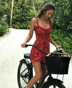 Awesome 33 Lovable Summer Outfits To Finish This Summer With Style. More at http://simple2wear.com/2018/06/24/33-lovable-summer-outfits-to-finish-this-summer-with-style/