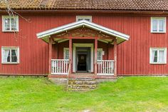 Skårtebo 1, prästboställe uppfört 1816 med tillbyggd veranda.