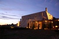 Romantic country house with vineyard in Italy's southern region Puglia. Very stylish!    http://travelmemo.com/europe/italy/masseria-le-fabriche-puglia-italy