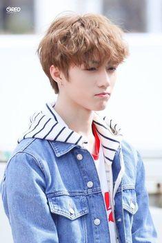 Beomgyu seems to be pouting in this pic 😂 He's soo cuteee Kpop, Daegu, K Idols, South Korean Boy Band, Boy Bands, Pisces, Rapper, Husband, Fandoms