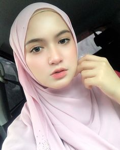 Gadis Cantik Hijaber Si Pipi Tembem - Her Crochet Beautiful Muslim Women, Beautiful Hijab, Hijab Turkish, Bollywood Makeup, Asian Model Girl, Modern Hijab Fashion, Muslim Beauty, Indonesian Girls, Hijab Chic