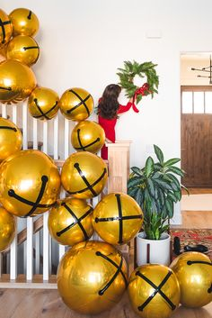 We're counting down the days on our advent calendar until good old Saint Nick arrives at our homes and we're working on making it the warmest welcome yet! Balloon Garland, The Balloon, Balloon Decorations, Leaf Garland, Balloon Ideas, Christmas Holidays, Christmas Crafts, Xmas, Christmas Bells